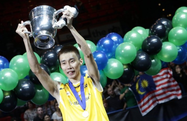 Lee-Chong-Wei-with-trophy-672x435